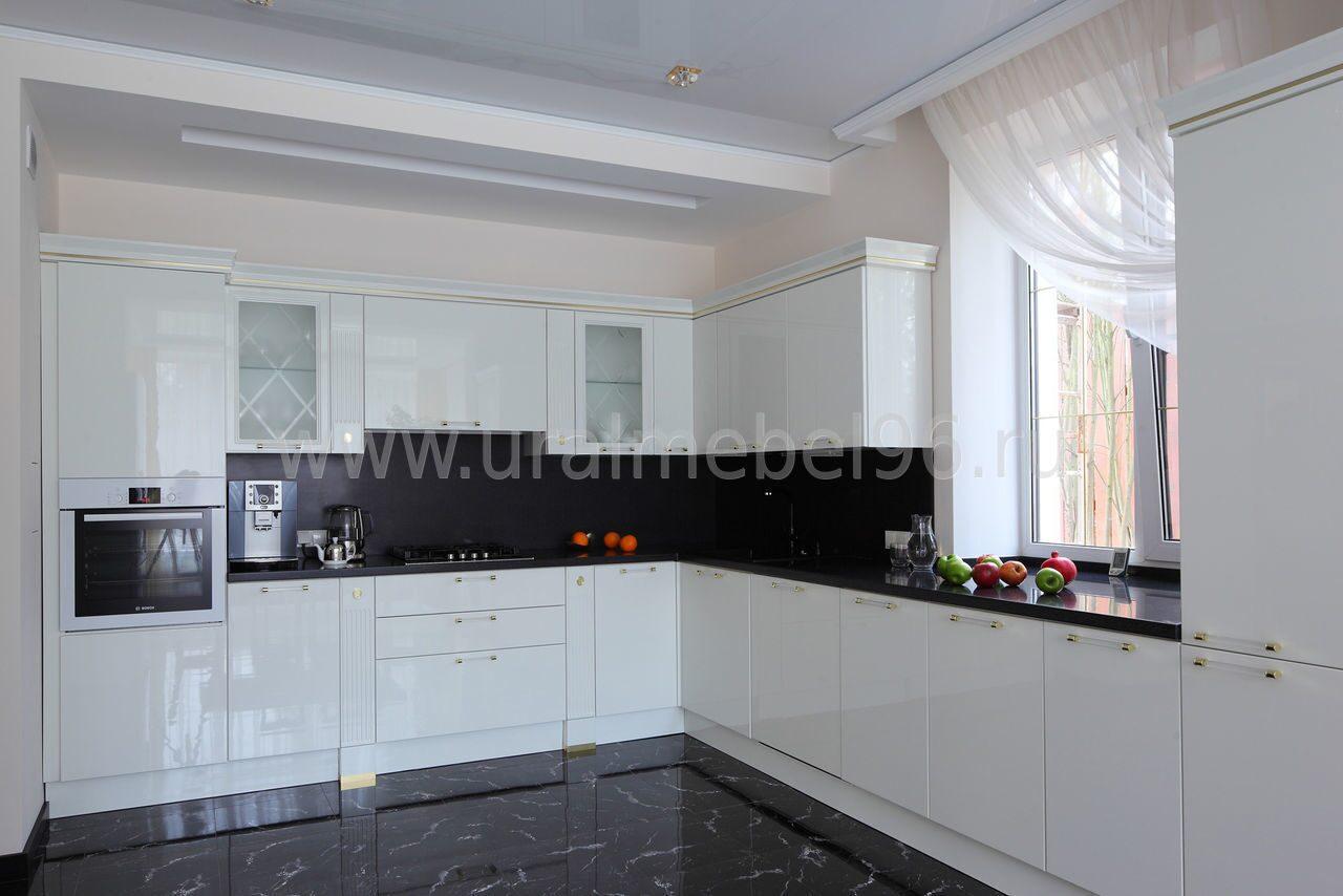 Белые кухни с черной столешницей фото дизайн
